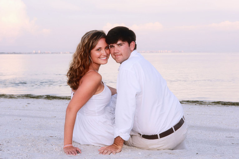 07-engagement-beach-C8F021